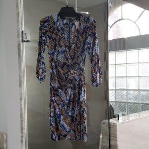 Cache Dress NWOT Stunning form fitting dress!